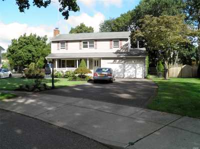 Hauppauge Single Family Home For Sale: 5 Harmon Pl