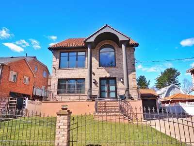 Little Neck Single Family Home For Sale: 46-44 Douglaston Pky