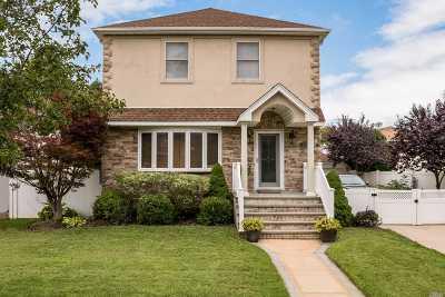 Merrick Single Family Home For Sale: 2241 Arthur St