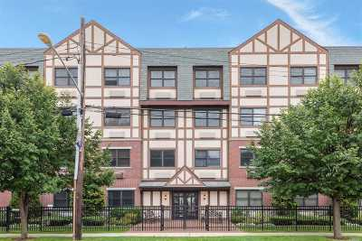 Rockville Centre Condo/Townhouse For Sale: 55 Clinton Ave #307