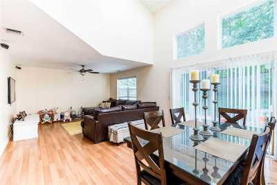 Huntington Single Family Home For Sale: 11 Horizon Ct