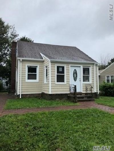 Hempstead Single Family Home For Sale: 208 Wellesley St