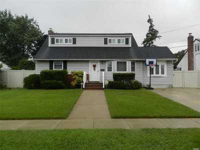 Farmingdale Single Family Home For Sale: 129 Plitt Ave