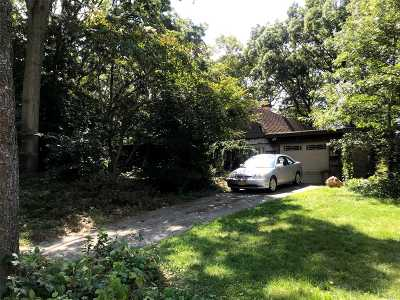 Holbrook Single Family Home For Sale: 30 Halfcircle Dr