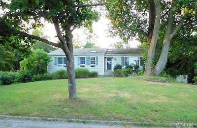 Setauket Single Family Home For Sale: 19 Setalcott Pl