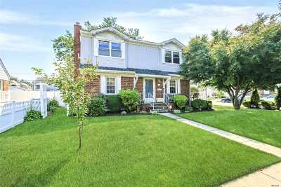 Hicksville Single Family Home For Sale: 19 Edward Ave