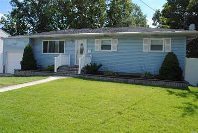 Bay Shore Single Family Home For Sale: 48 Kansas Ave