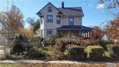 Freeport Single Family Home For Sale: 84 Willow Ave
