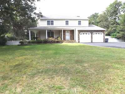 Manorville Single Family Home For Sale: 10 Evergreen Dr
