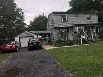 Bay Shore Single Family Home For Sale: 1464 Manatuck Blvd