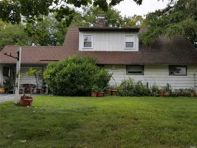 Levittown Single Family Home For Sale: 77 Hamlet Rd