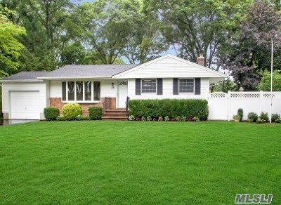 Hauppauge Single Family Home For Sale: 28 Gull Dr