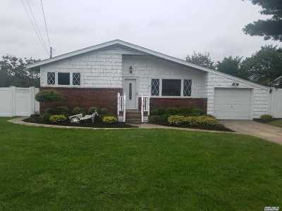 Farmingville Single Family Home For Sale: 94 Lenore Ln