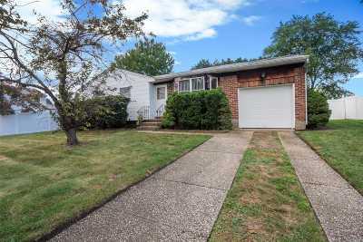 Deer Park Single Family Home For Sale: 7 Ponder Ln