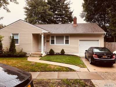 Syosset Single Family Home For Sale: 30 Terrehans Ln
