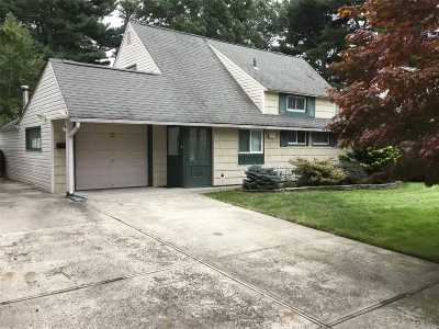 Westbury Single Family Home For Sale: 15 W Cabot Ln