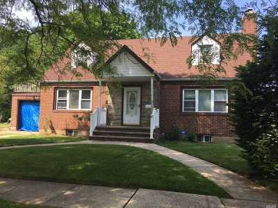 Hempstead Single Family Home For Sale: 5 Winthrop St