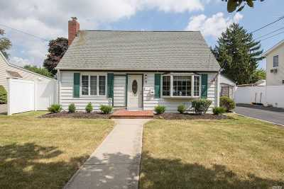 Hicksville Single Family Home For Sale: 74 Twinlawns Ave