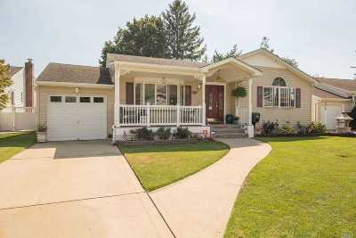 Hicksville Single Family Home For Sale: 75 Spruce St