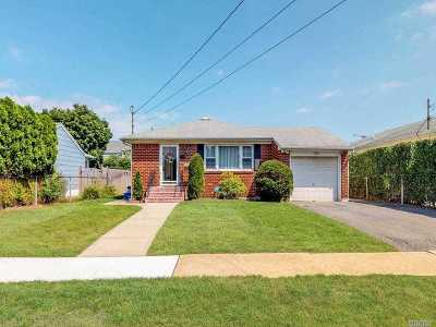 Hempstead Single Family Home For Sale: 108 Lincoln Rd