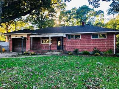 Selden Single Family Home For Sale: 68 Paula Blvd