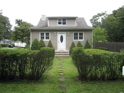 Bohemia Single Family Home For Sale: 1061 Walnut Ave
