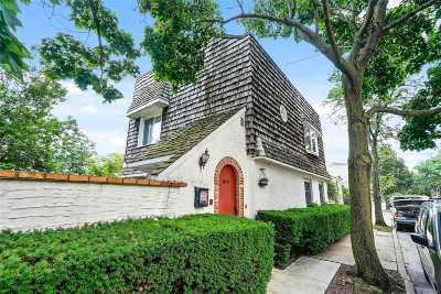 Glendale Single Family Home For Sale: 7011 72 Pl