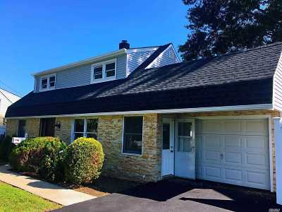 Levittown Single Family Home For Sale: 38 Hollyhock Rd