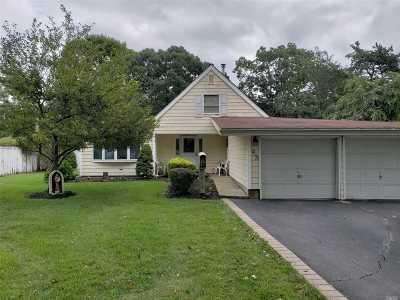 Islandia Single Family Home For Sale: 43 Split Cedar Dr