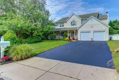 E. Setauket Single Family Home For Sale: 28 Mark Twain Ln