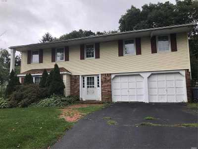 Hauppauge Single Family Home For Sale: 97 Wedgewood Dr
