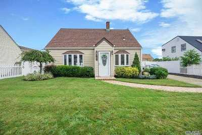 Levittown Single Family Home For Sale: 161 Bluespruce Rd