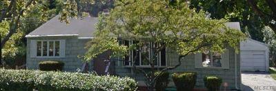 Bay Shore Single Family Home For Sale: 1522 N Gardiner Dr