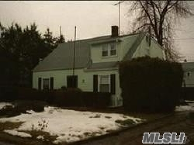 Levittown Single Family Home For Sale: 3 Penny Ln