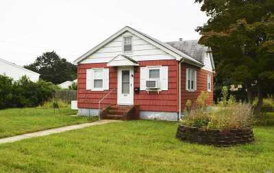 Deer Park Single Family Home For Sale: 104 Overton St