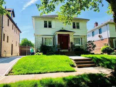 Fresh Meadows Single Family Home For Sale: 70-06 173rd St