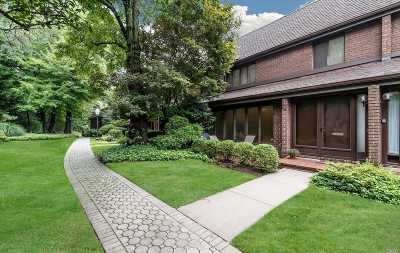 Roslyn Condo/Townhouse For Sale: 49 Acorn Ponds Dr
