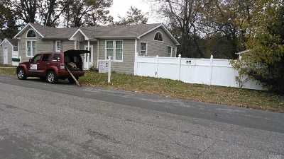 Copiague Single Family Home For Sale: 425 46th