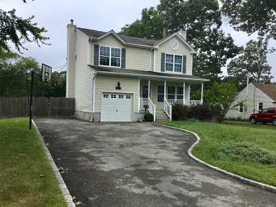 East Islip Single Family Home For Sale: 42 Quintuck Ln