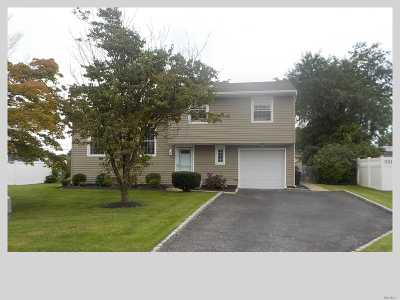 Holtsville Single Family Home For Sale: 177 W Blue Point Rd