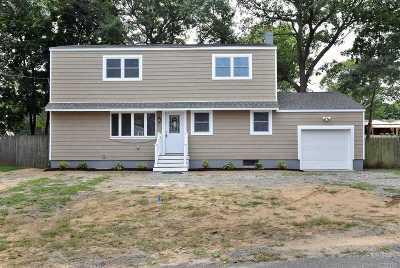Centereach Single Family Home For Sale: 18 Oak St