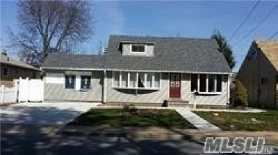 Hicksville Single Family Home For Sale: 105 Miller Rd