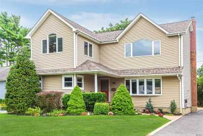 Syosset Single Family Home For Sale: 15 Chadwick Rd