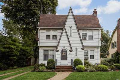 Rockville Centre Single Family Home For Sale: 261 Brower Ave