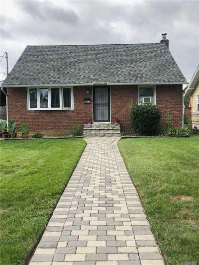 Roosevelt Single Family Home For Sale: 13 Linden Pl