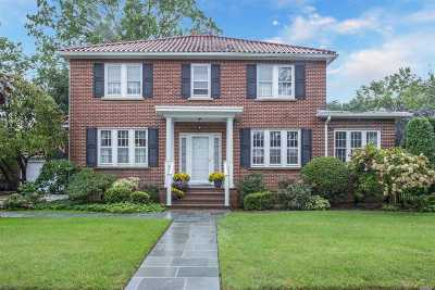 Rockville Centre Single Family Home For Sale: 32 Stratford Rd