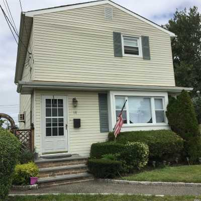 Lindenhurst Single Family Home For Sale: 18 W Alhambra Ave