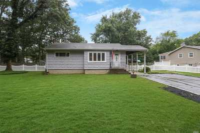 Smithtown Single Family Home For Sale: 78 Summit Dr