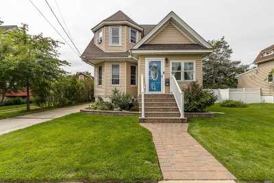 Freeport Single Family Home For Sale: 84 Nassau Ave