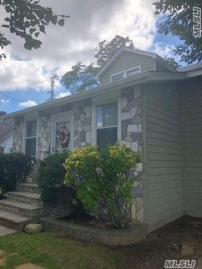 Hempstead Single Family Home For Sale: 72 Botsford St
